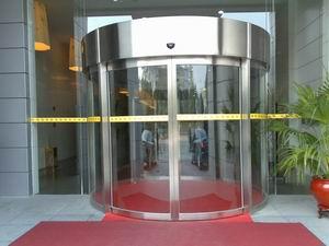 广州市白云国际会议中心的圆形自动门工程