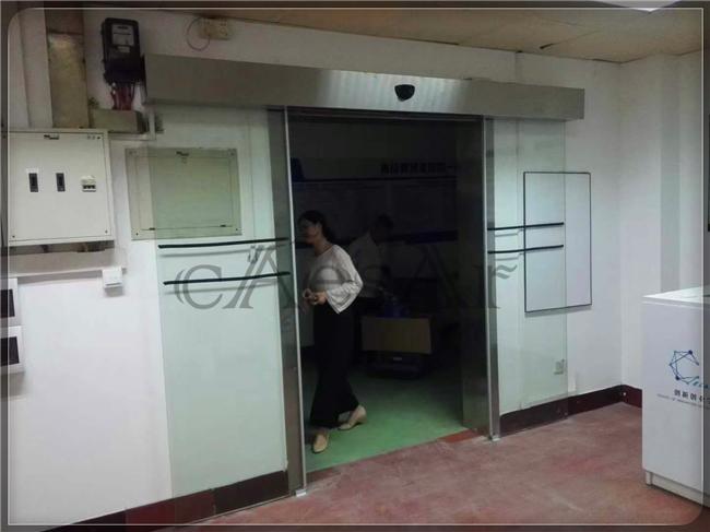 广东技术师范学院自动门正在施工