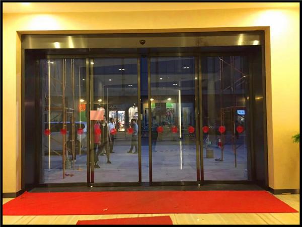 百年汇大堂不锈钢包框自动门