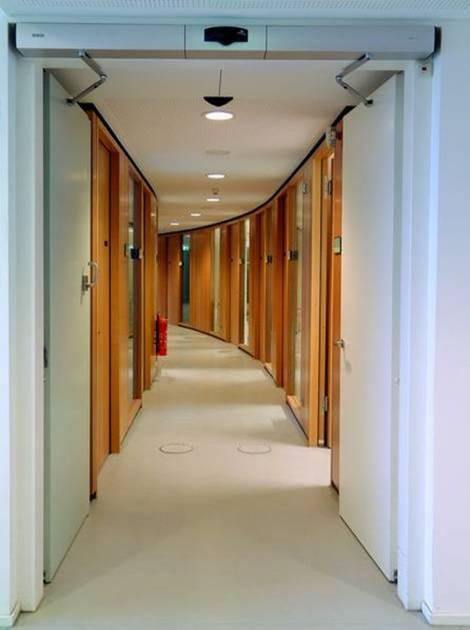 通道走廊、狭窄空间的自动门