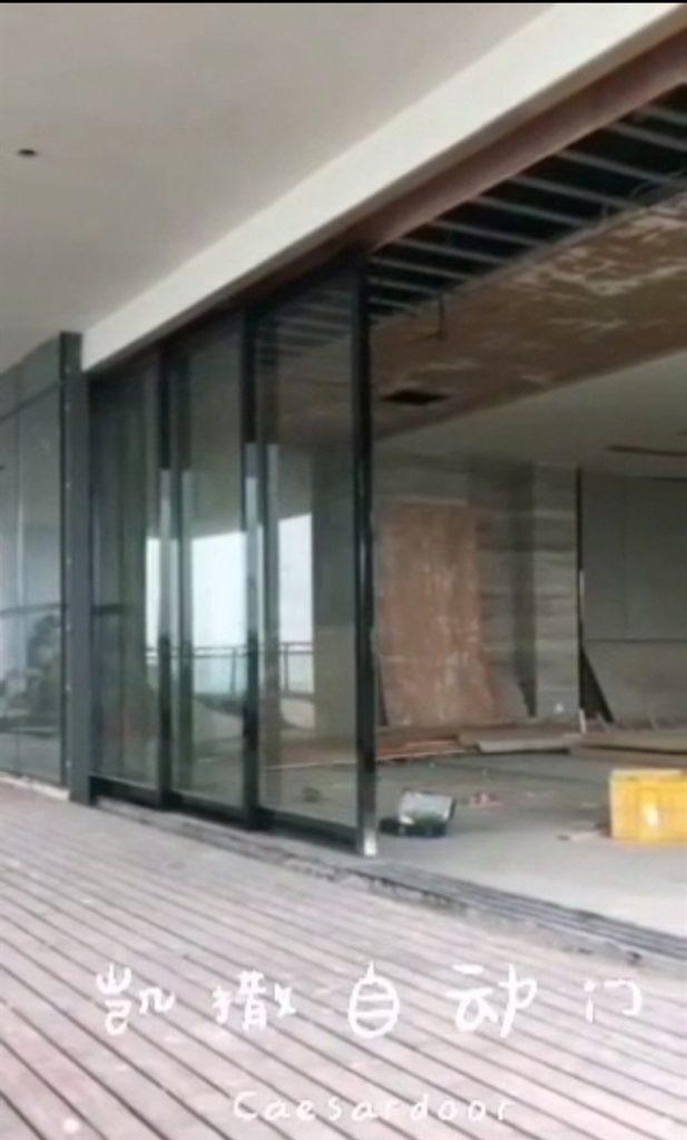 【案例精选】90°转角阳台自动感应门应用重叠门案例